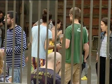 Colegios y centros cívicos ocupados en Cataluña para intentar asegurar la votación del 1-O