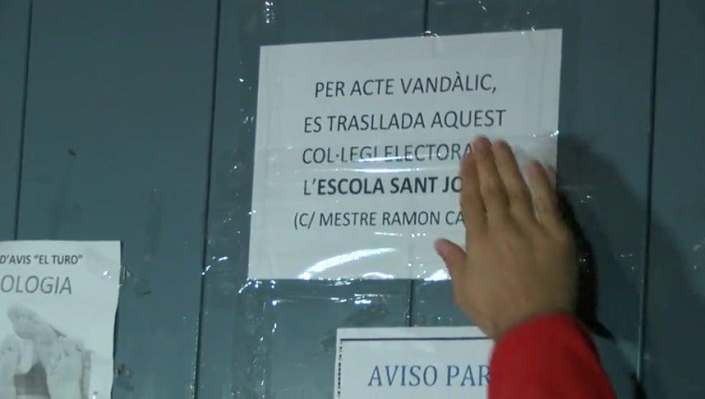 El colegio electoral de Junqueras se traslada a otro local al cerrarse con silicona
