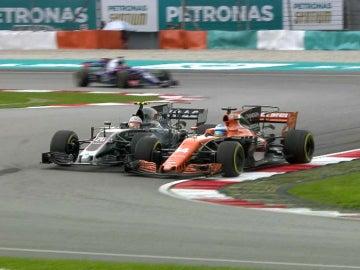 Duelo de Magnussen y Alonso