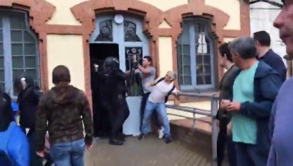 El Govern eleva a 337 los manifestantes heridos e Interior añade 11 agentes