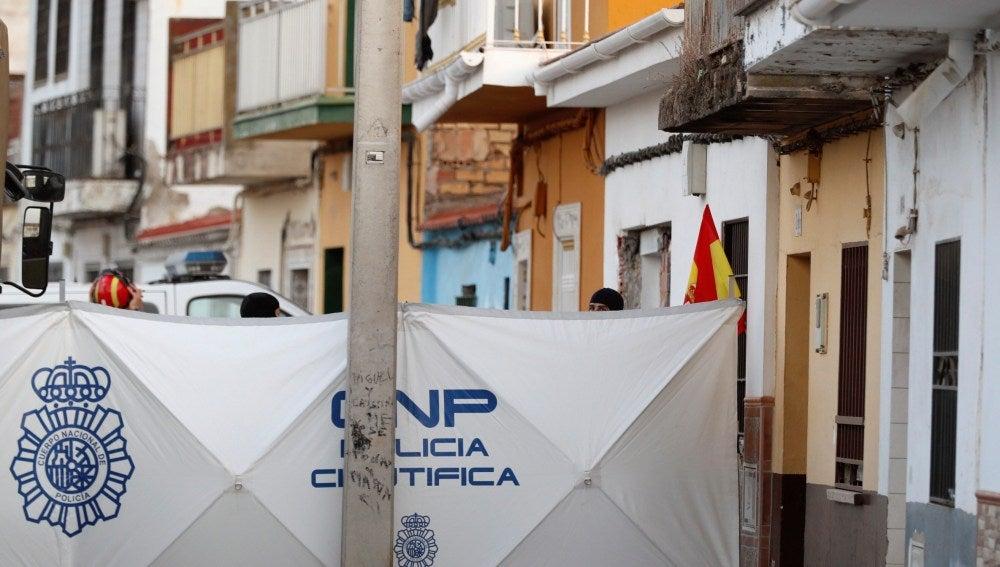 La Policía Nacional y la UME desarrollan una operación en la vivienda de Dos Hermanas (Sevilla)