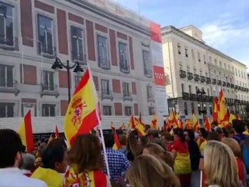 Centenares de personas se concentran en la Plaza Mayor de Madrid