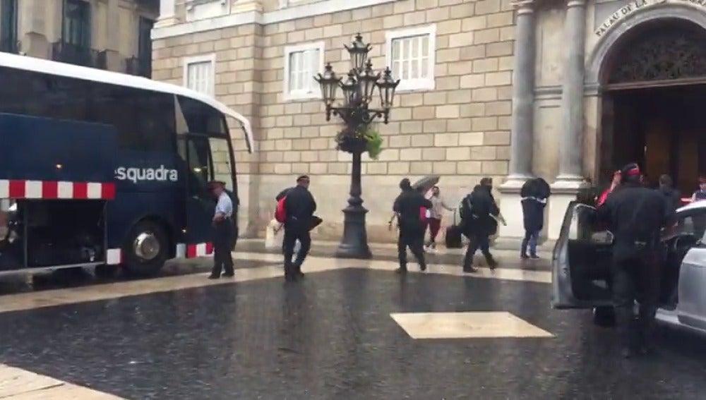 Los Mossos d'Esquadra entran en el Palau