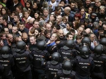 Agentes antidisturbios de la Policía Nacional