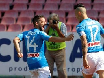 Mertens y Hamsik celebran juntos un gol del Nápoles