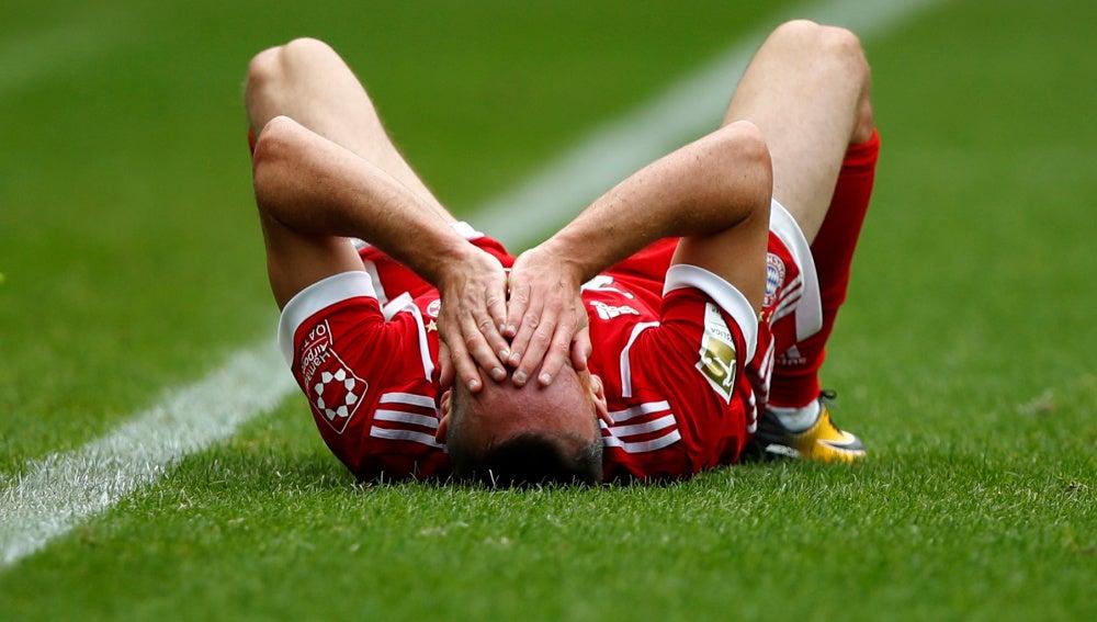 Ribery, tendido en el suelo