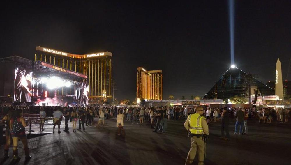 Vista general de uno de los escenarios donde se ha producido el tiroteo en Las Vegas