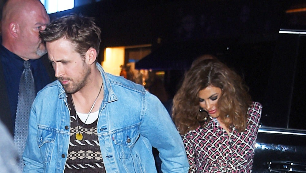 Ryan Gosling y Eva Mendes huyen de la prensa