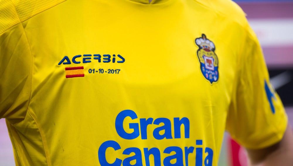 La camiseta de Las Palmas, con la bandera de España en el partido ante el Barça