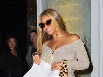 Beyoncé a la salida de un restaurante