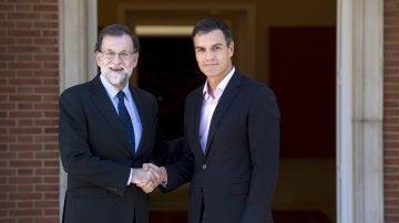 Mariano Rajoy recibe a Pedro Sanchez en Moncloa
