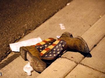 Botas tiradas en el suelo tras el tiroteo en Las Vegas