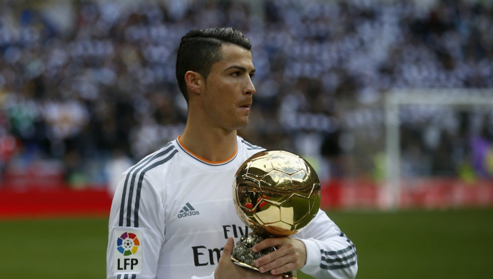 Cristiano Ronaldo, con el Balón de Oro
