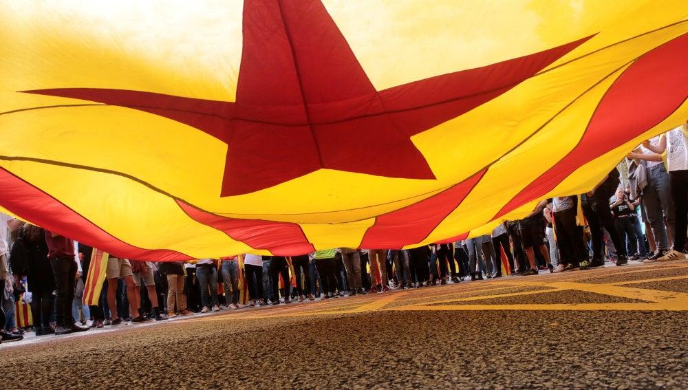 La estelada pasea por las calles de Barcelona
