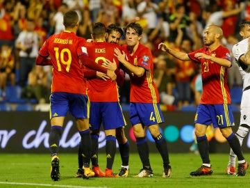 Los jugadores de España celebran uno de los goles contra Albania