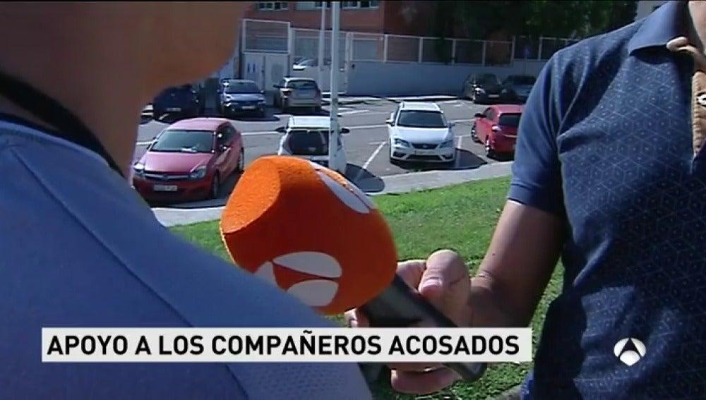 Unos 200 alumnos se manifiestan en un instituto catalán para pedir respeto hacia los hijos de guardias civiles