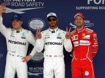 Hamilton, pole seguido de Bottas y Vettel