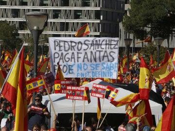 Concentración en la plaza de Colón de Madrid, convocada por la fundación DENAES para la defensa de la nación española