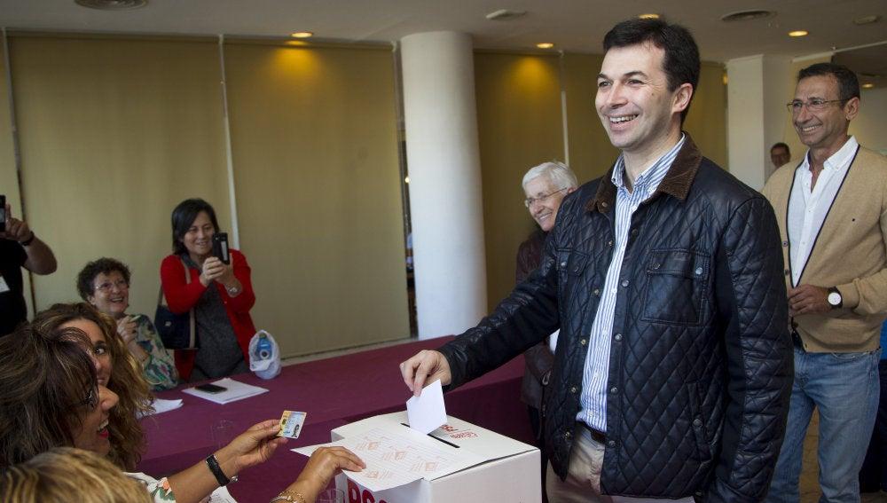 Caballero, votando