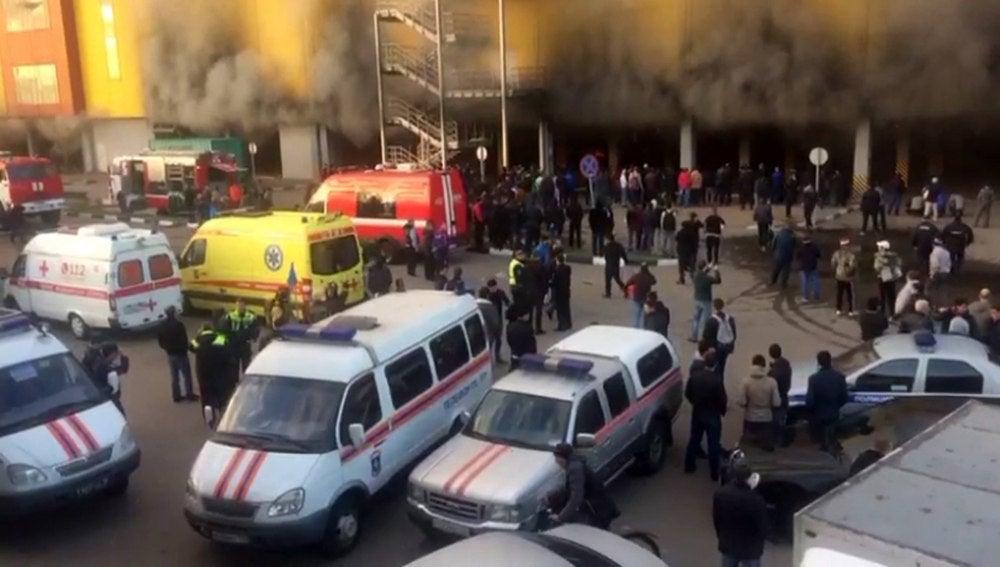 Incendio en un centro comercial cerca de Moscú