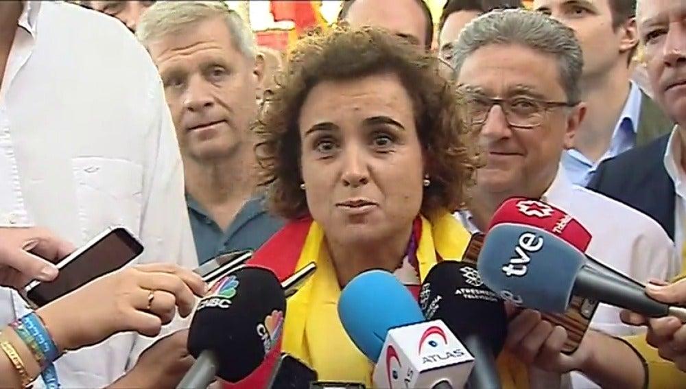 """Dolors Montserrat, en la manifestación: """"Los catalanes vamos a poner fin al independentismo"""""""