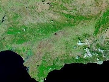 El punto es el incendio en Córdoba visto desde un satélite de la Nasa