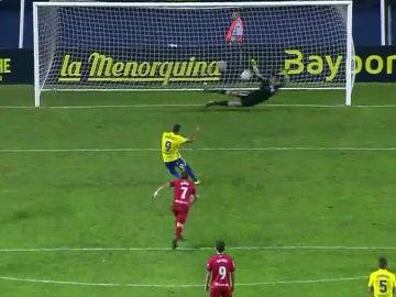 Sergio Herrera para un penalti