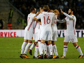 España celebra el gol de Illarramendi en Israel