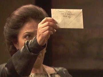 ¿Qué esconden las cartas que Mauricio escribe a Fe?