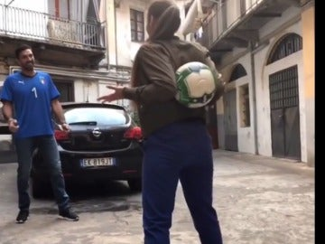 Una freestyle reta a Buffon