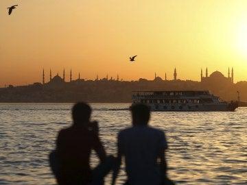 La embajada de Estados Unidos en Turquía suspende temporalmente la emisión de visados para viajar a EEUU