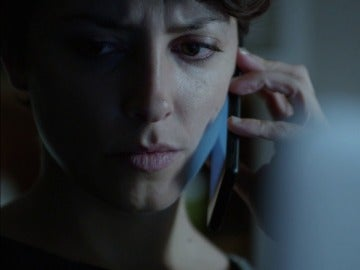 Ana intercepta la llamada del último superviviente de Husavik