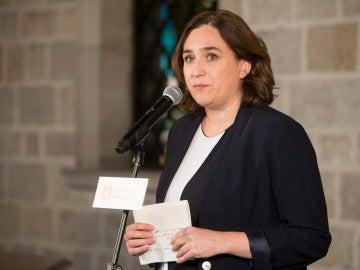 Colau pide a Rajoy y a Puigdemont que no tomen decisiones contra el diálogo
