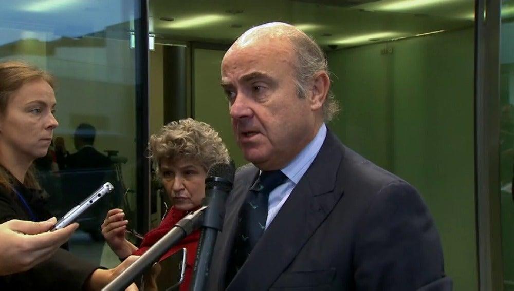 """Luis de Guindos: """"Todo depende de Puigdemont, espero que vuelva el sentido común"""""""