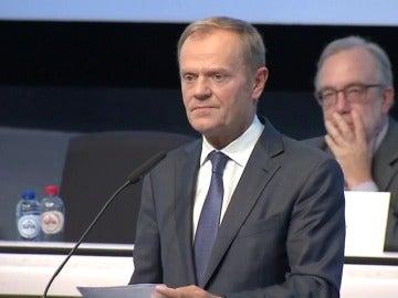 """Tusk,a Puigdemont: """"No anuncie una decisión que hiciera el diálogo imposible"""""""