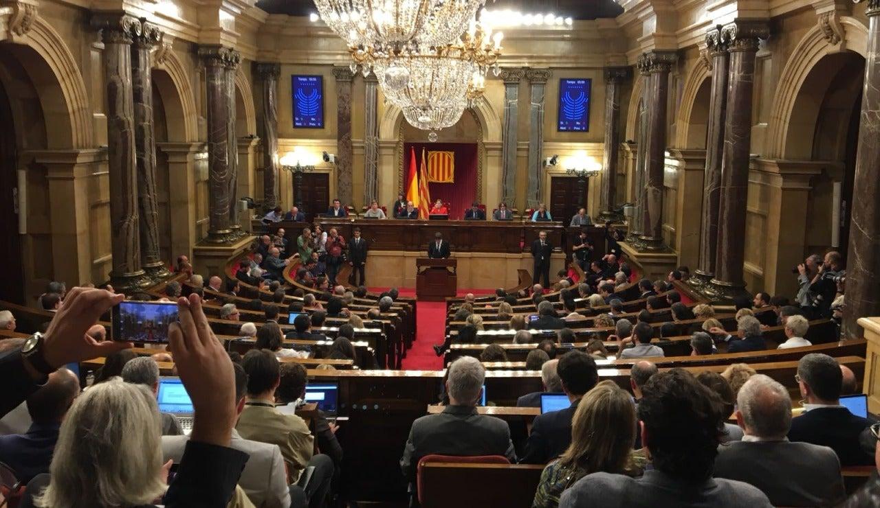 El parlamento de Cataluña durante el discurso de Puigdemont
