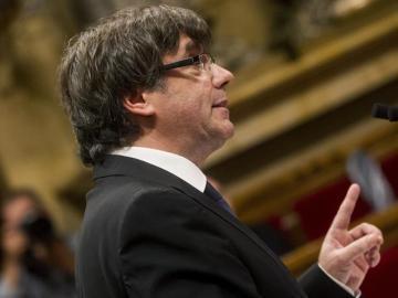 Carles Puigdemont durante su discurso en el Parlament