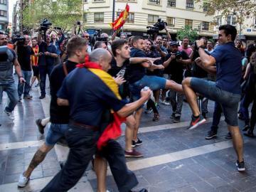 Grupos de ultraderecha boicotean una manifestación en Valencia