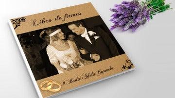 Forma parte de la historia de amor de Adela y Carmelo en su libro de firmas
