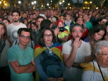 Caras de preocupación entre muchos catalanes