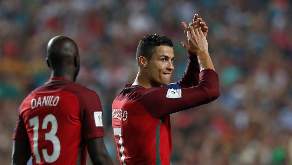 Cristiano Ronaldo agradece al público de Lisboa el cariño recibido