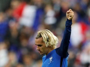 Griezmann, con el puño en alto, celebra el pase de Francia al Mundial
