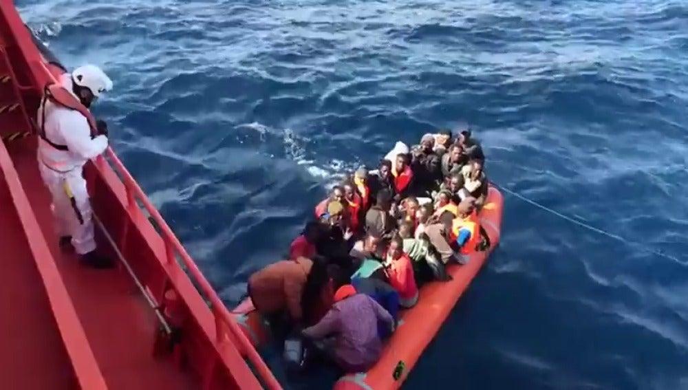 Resultado de imagen de inmigrantes en patera