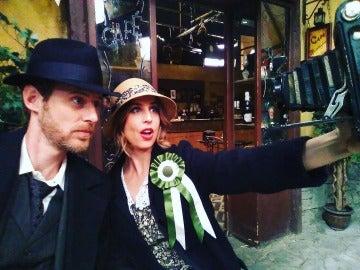 Adela y Nicolás, protagonistas del selfie de los años 20 en Puente Viejo