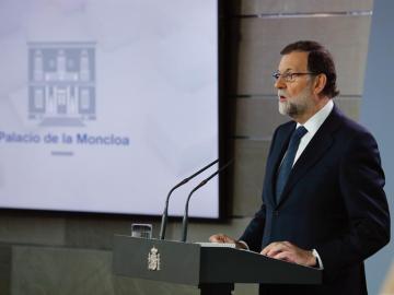El presidente del Gobierno, Mariano Rajoy, durante su comparecencia ante los medios tras la reunión extraordinaria del Consejo de Ministros