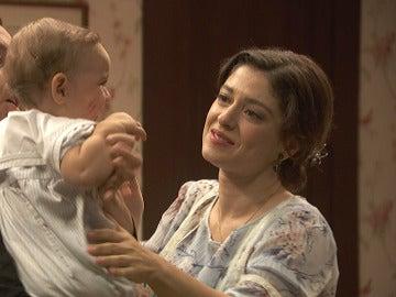 Candela se despide de su hijo antes de la boda