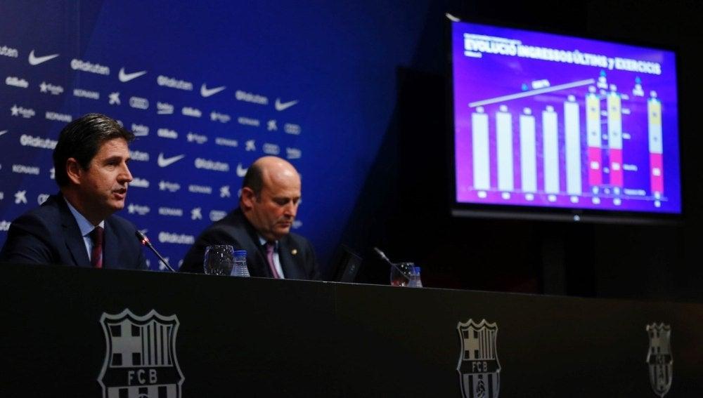 A la derecha, Óscar Grau, director ejecutivo del Barça