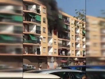 Un fallecido y cuatro heridos en el incendio de una vivienda en Puzol, Valencia