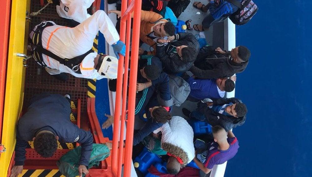 Rescatados 38 adultos y un niño de dos pateras en la costa de Almería