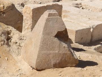 Descubierta una pirámide pequeña de granito rosado al sur de El Cairo